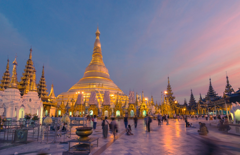 Burmese_nights_Shwedagon