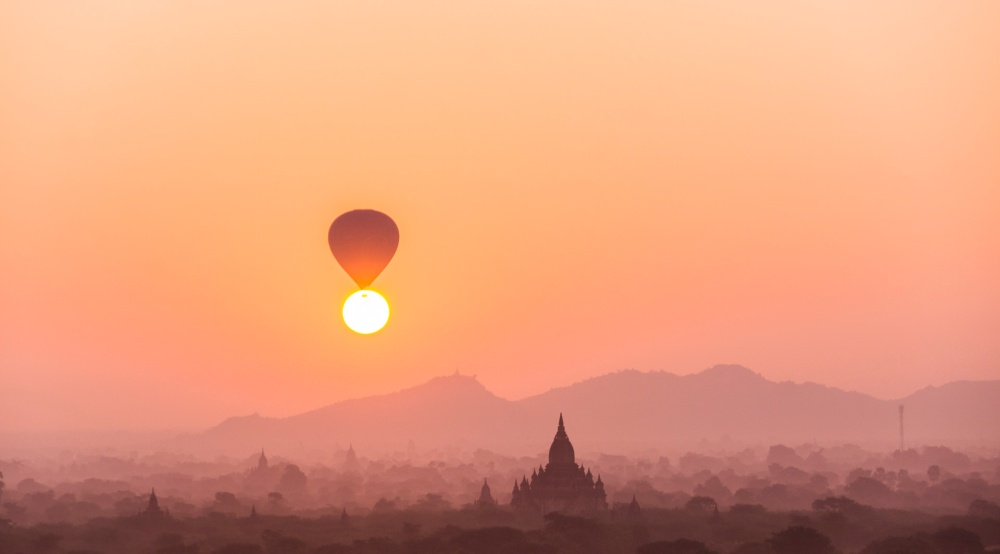 Saffron_sunrise_Bagan
